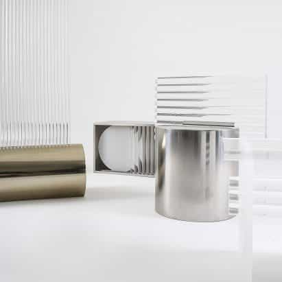 Jihye Kang crea muebles de refracción de filas de barras de acrílico