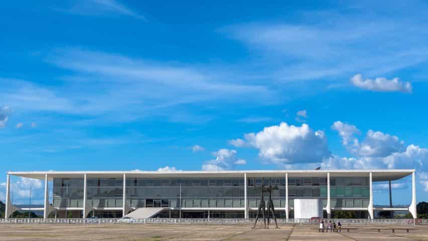antenas anti-aviones no tripulados establecidos que se construirán en la parte superior de los palacios Oscar Niemeyer en Brasilia