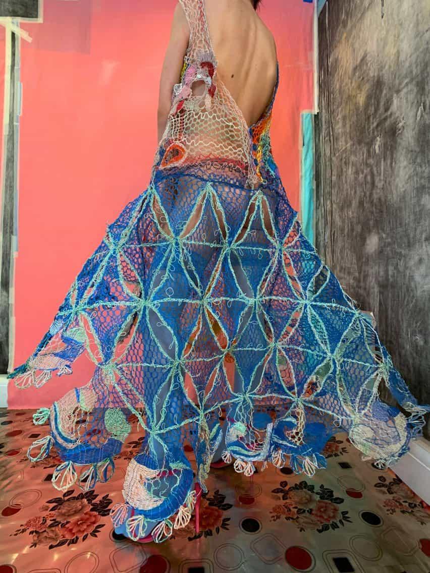 vestido de una línea de la colección graduado CSM de Alexandra Sipa rumana camuflaje