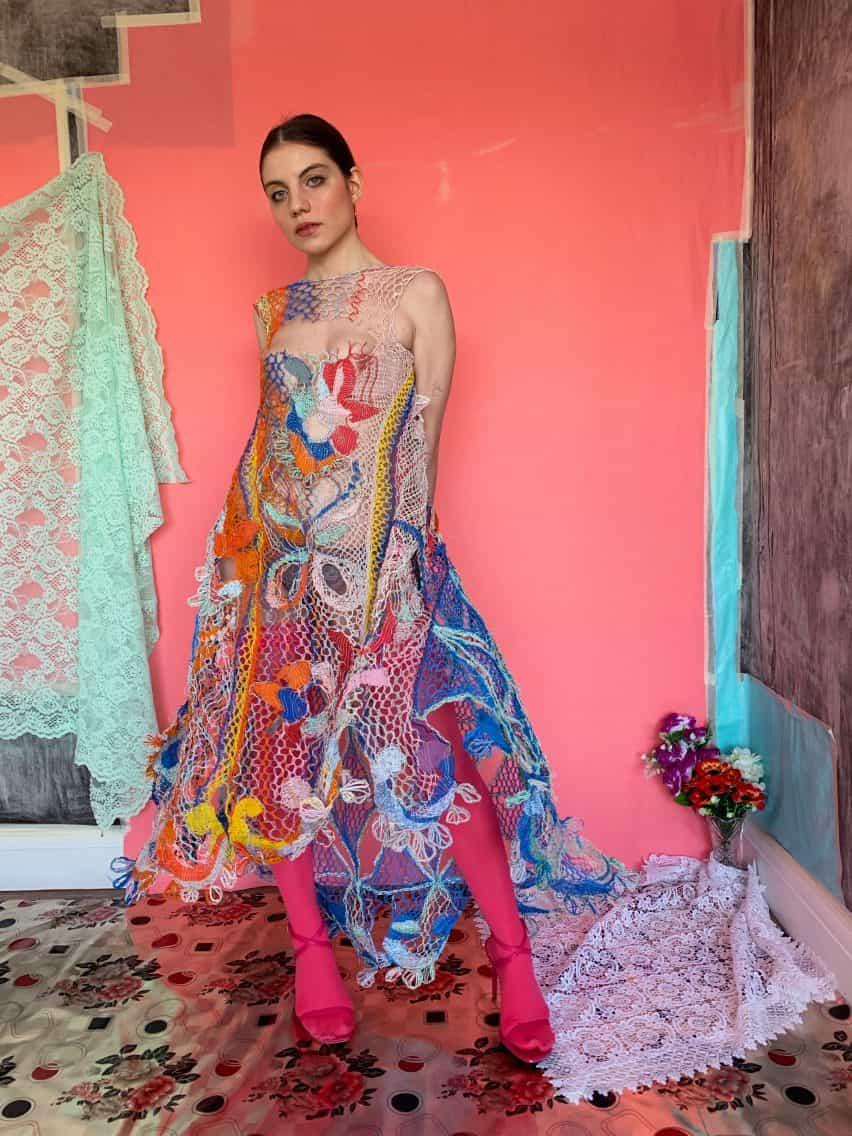 vestido de una línea de recogida graduado CSM de Alexandra Sipa rumana camuflaje