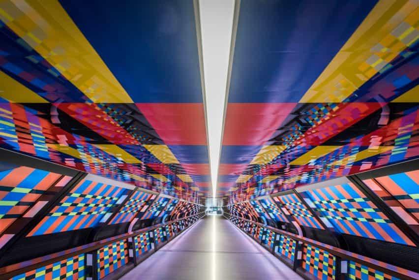 Camille Walala desvela obra Adams Plaza puente como parte del Festival Mural Londres