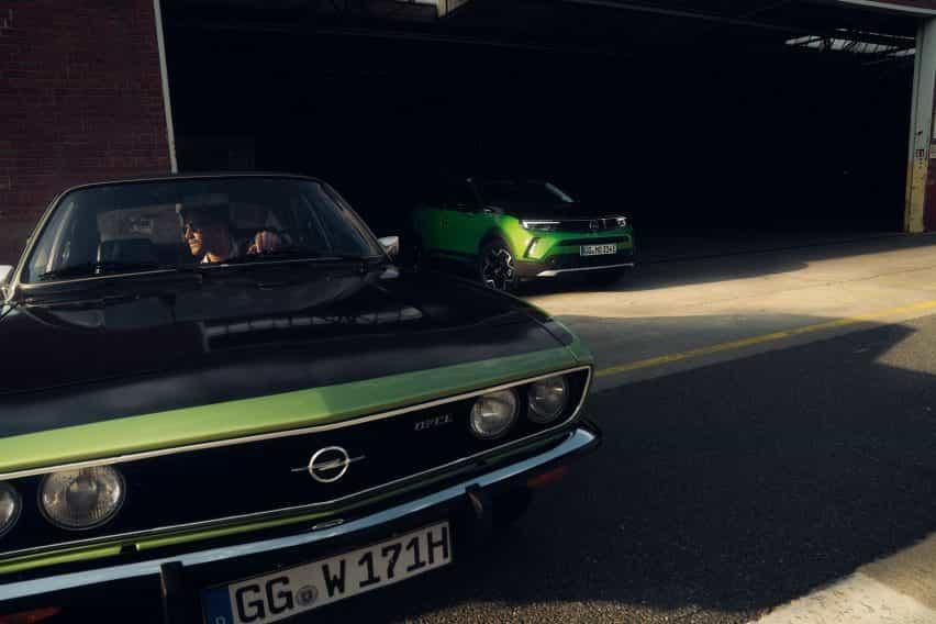 Opel Mokka-e junto Opel Manta