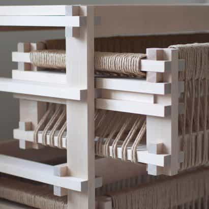 Martin Thübeck ensambla una colección de muebles modulares con una sencilla articulación