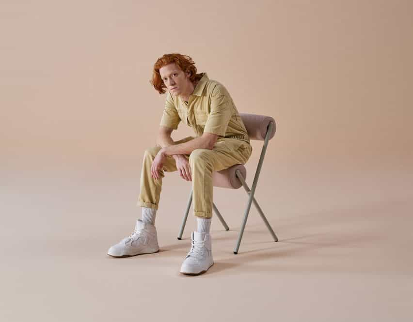 Mut Design crea sillas rollo escultóricas para Sancal
