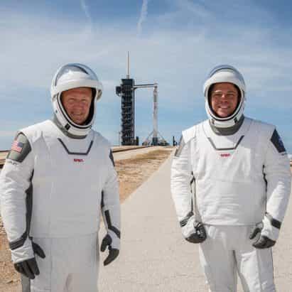 """NASA para revivir logotipo de """"gusano"""" y el debut trajes espaciales SpaceX"""