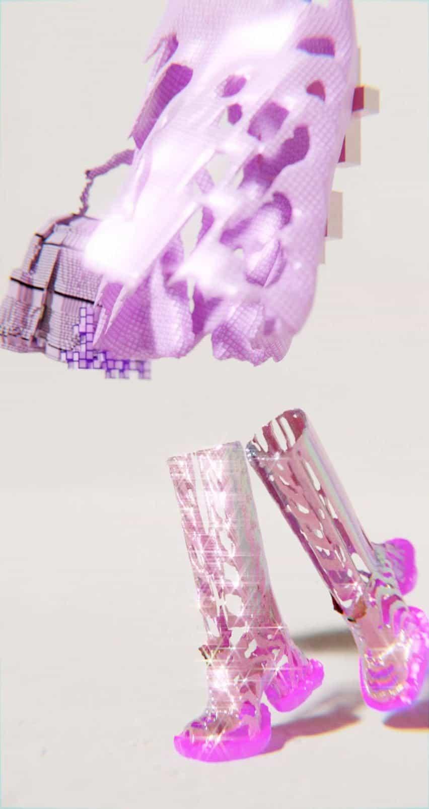 Imagen detallada de botas altas de color rosa en la colección Decrypted Garments