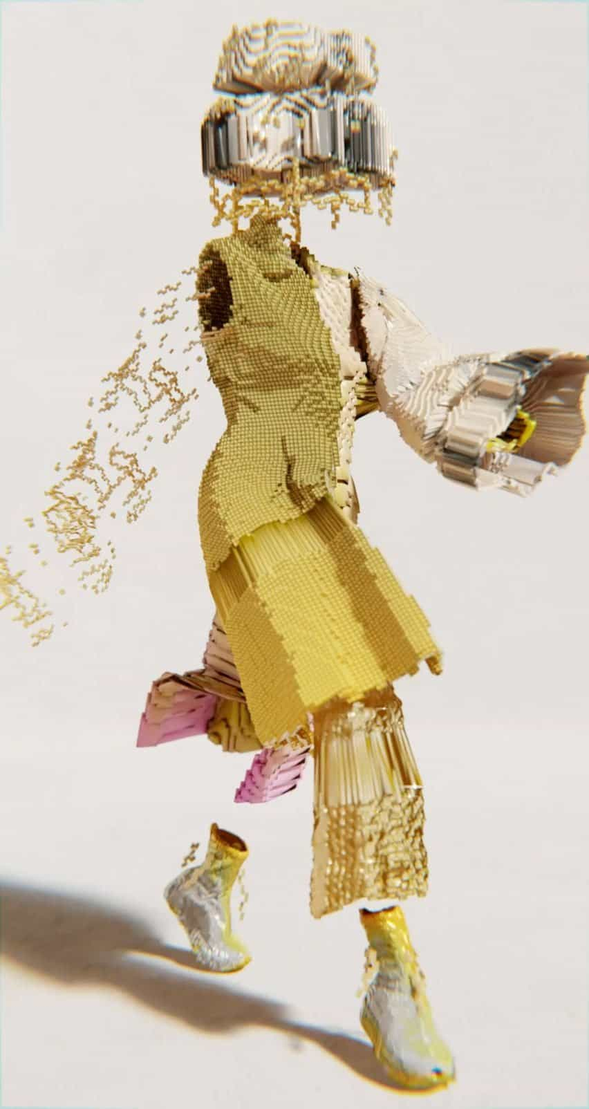 La colección Decrypted Garments incluyó un look dorado fotografiado a mitad de la caminata.