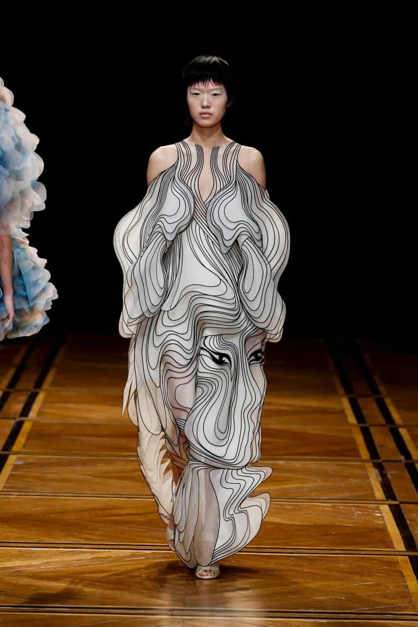 Diseñador de moda holandesa Iris Van Herpen está influenciada por la naturaleza
