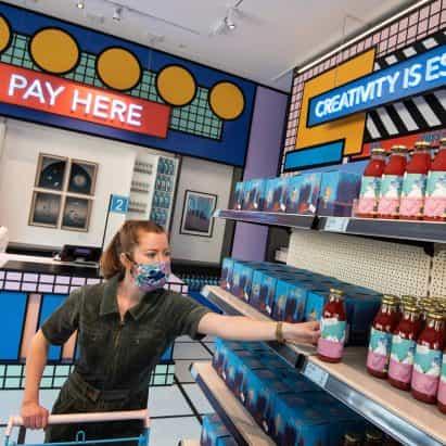 Camille Walala crea una tienda de comida pop-up en el Museo del Diseño