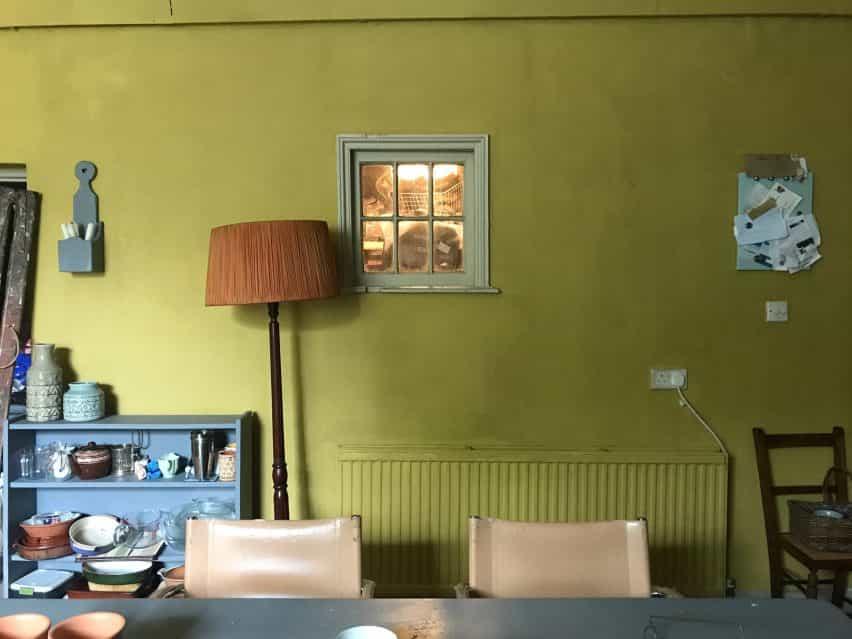 El decorado de la casa universitaria de Marianne Sheridan en Gente normal