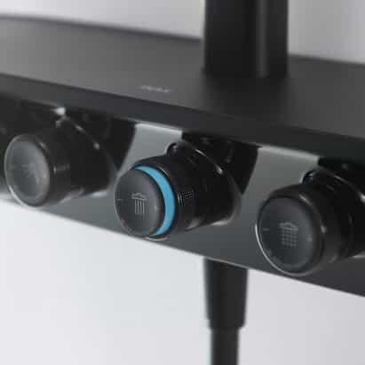 Sistema inteligente de control de la ducha por Inax