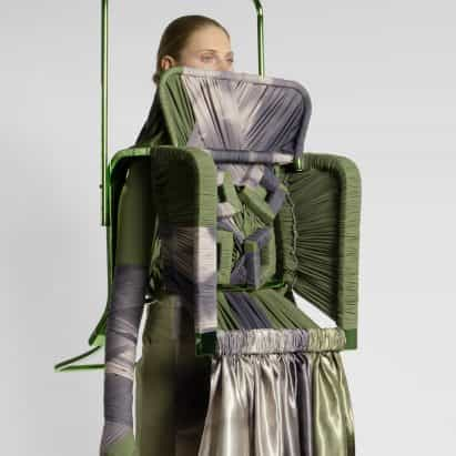 Jessan Macatangay hace colección de moda de los marcos de cortinas y de la silla