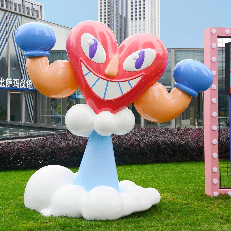 Jack Sachs crea una serie de estatuas sonrisa que inducen gigantes de Chengdu