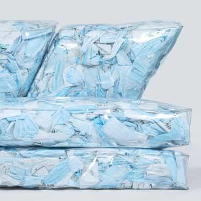 Tobia Zambotti rellena Couch-19 con más de 10.000 máscaras faciales usadas