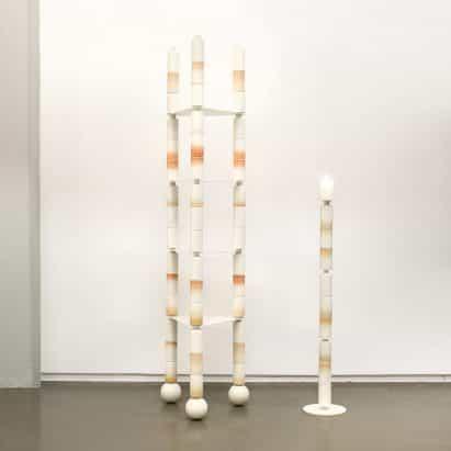 Anastasia Tikhomirova pilas de cilindros de cerámica para crear muebles frágil y la iluminación