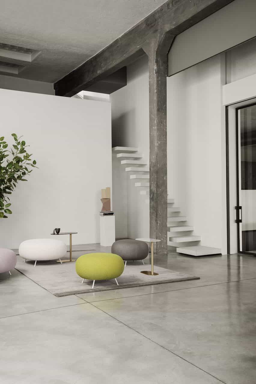 Mesa se muestra entre muebles por Raffaella Mangiarotti