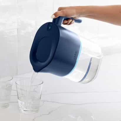 LARQ lanzamientos jarra que purifica el agua usando luz UV