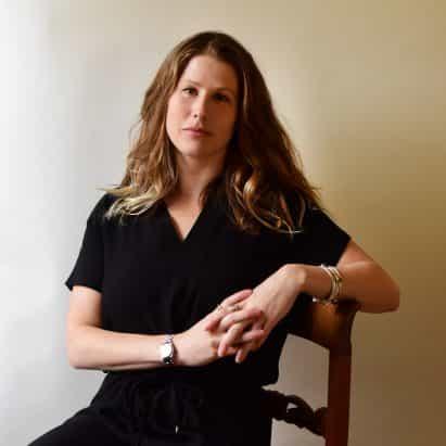 """La planificación urbana es """"realmente muy sesgada en contra de las mujeres"""", dice Caroline Criado Pérez"""