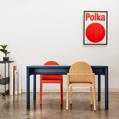 "Stine Aas diseña apilables silla de madera Cleo ""recuerda a la arquitectura clásica"""